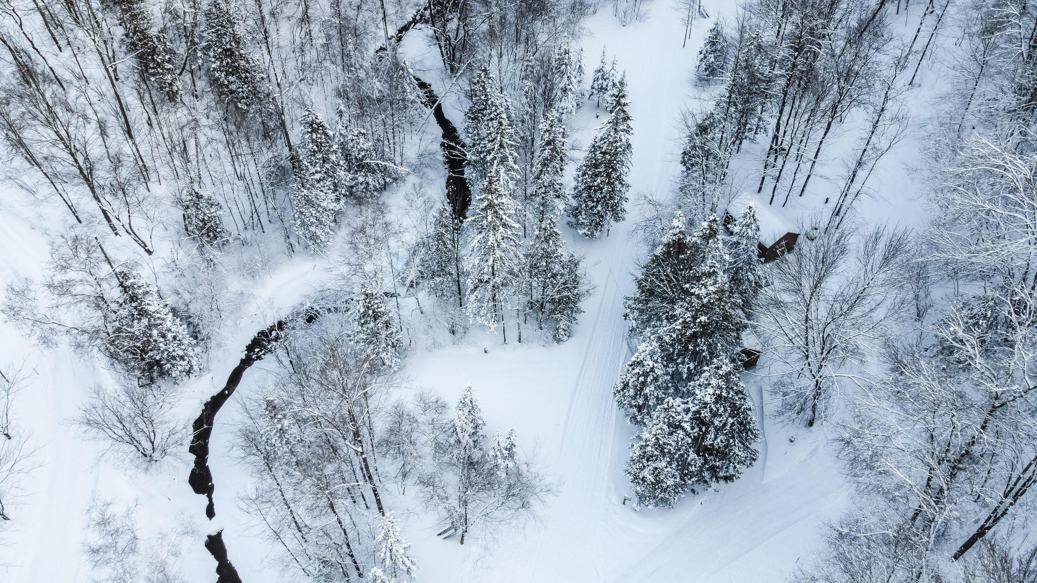 drone riviere neige